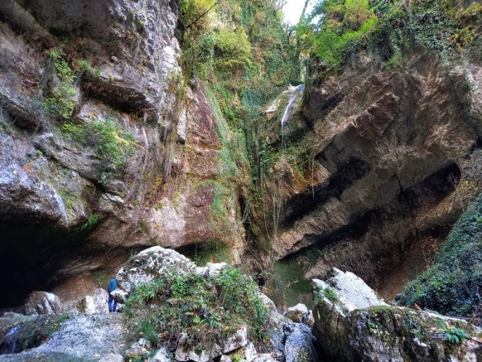 Фото водопада пасть дракона Адлер