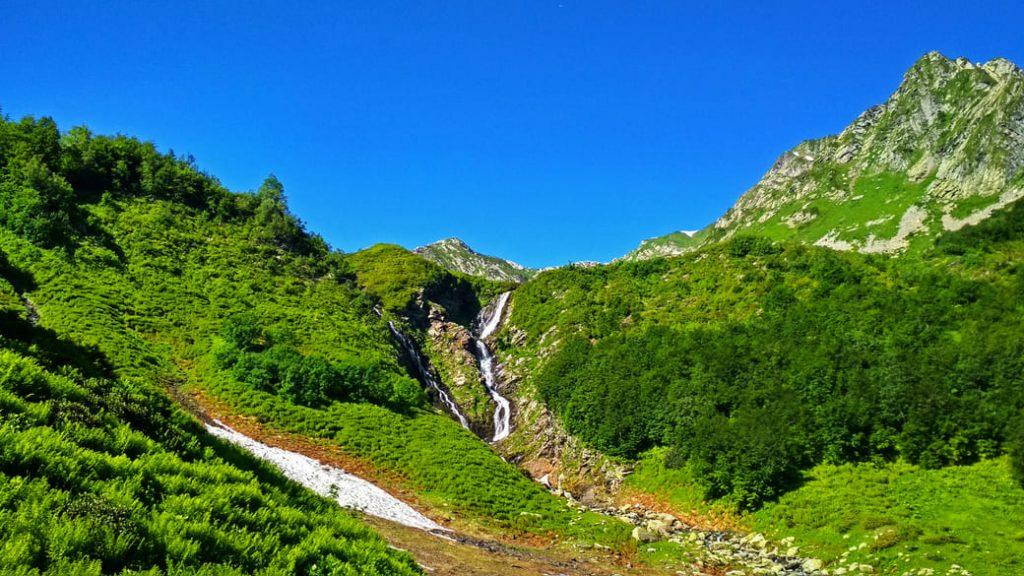 Ачипсинские водопады летом