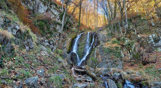 Фото водопада кейву в Красной Поляне