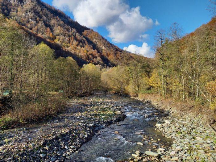 Река чвижепсе около нарзана