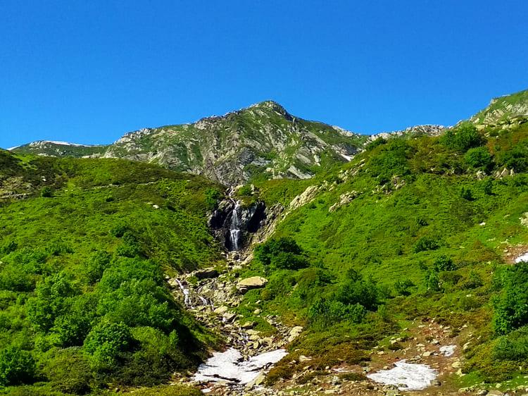 Водопад медвежонок Кузя по горой Ачишхо