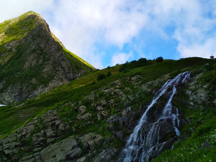 Фото водопада медвежий в Красной Поляне