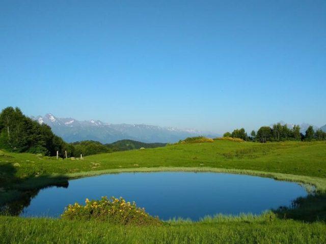 Фото озера Зеркальное летом