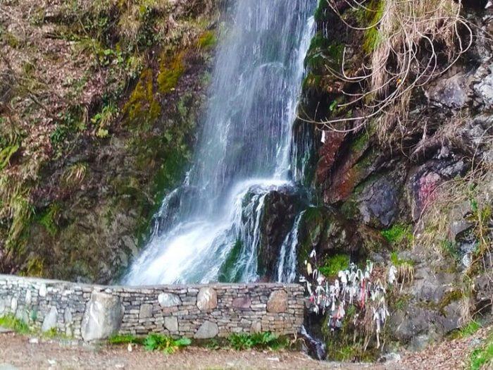 Фото водопад девичьи слезы в Красной Поляне