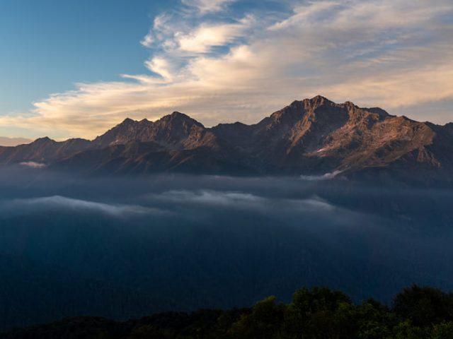 Вид вечером на гору Чугуш Кавказского Хребта
